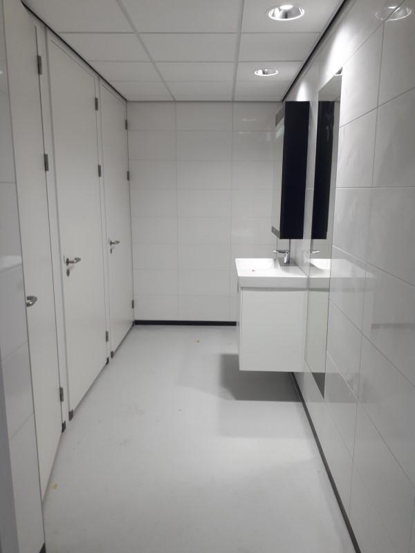 Afkitten sanitaire ruimtes